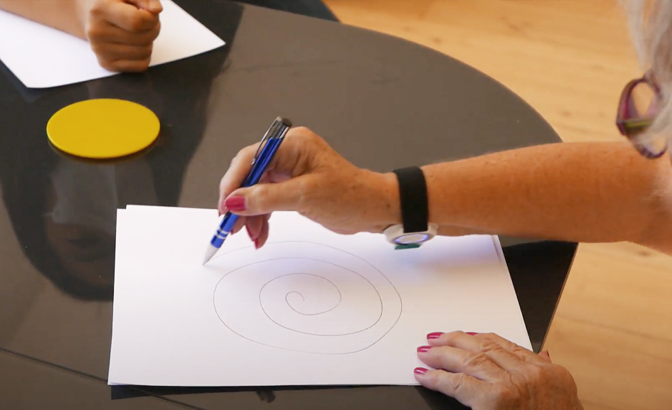 Drawing spiral onto paper